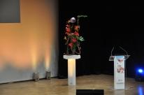 Centre de conférence Orléans création artistique florale pour l' auditorium réalisée avec des matériaux recyclés du bâtiment.