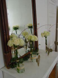 Simplicité des roses blanches pour un mariage élégant.