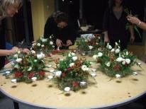 cours d' art floral en entreprise, une professionnelle vous offre ses conseils.