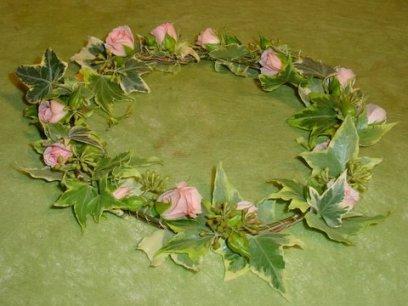 Couronne de baptême, mariage, chaque couronne est réalisée sur demande en harmonie avec votre tenue.
