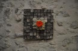 Mosaique d'écorce de bouleau et rose au couleur vive pour un voyage dans un autre monde!