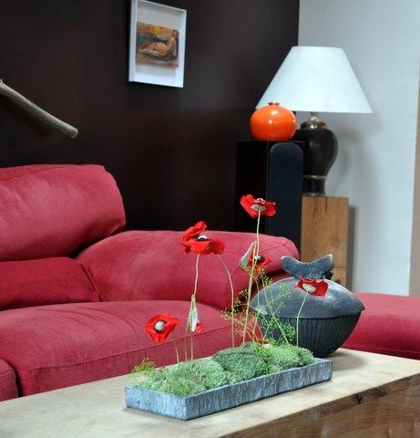 Un champ de coquelicots pour de long mois dans votre salon.Un champ de coquelicot rouge crée une ambiance bucolique et moderne.
