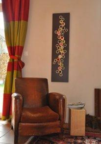 Broderies de rotin et graines africaines pour une harmonie douce et légère de végétaux stabilisés