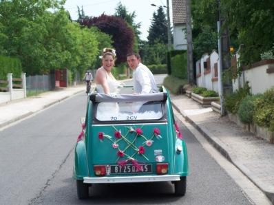 la décapotable populaire française comme voiture de mariés