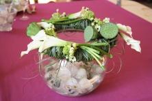 Cette couronne de table se pose sur un contenant rafraichissant pour les bouteilles, seau à champagne ou vase boule.