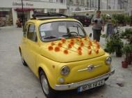 Fiat 500 fleurie pour mariage chaleureux et plein d'humour