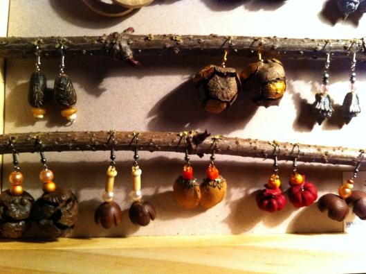 graines abricot, d'eucalyptus, de cypres, d'ipomée m'inspire pour créer des bijoux Nature